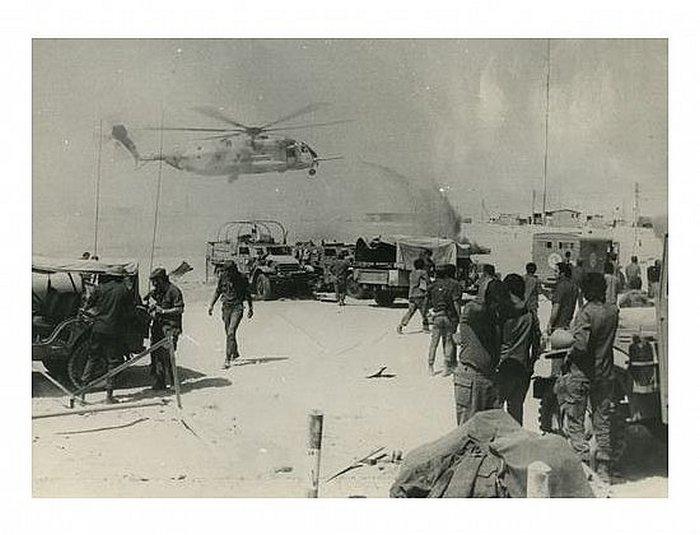 9.10.73 בוקר - טסה - מסוק מגיע לפינוי פצועים