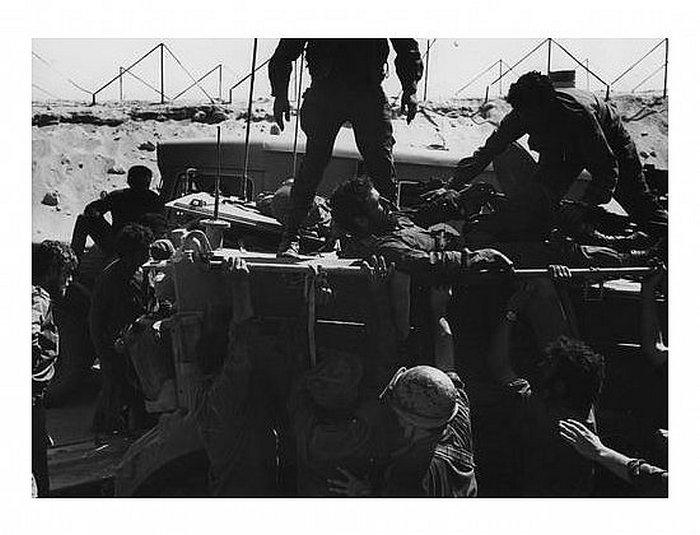 """9.10.73 בוקר - חילוץ לוחמי מעוז """"פורקן""""- לוחמי פל` י/184 נחלצים משדה הקרב"""