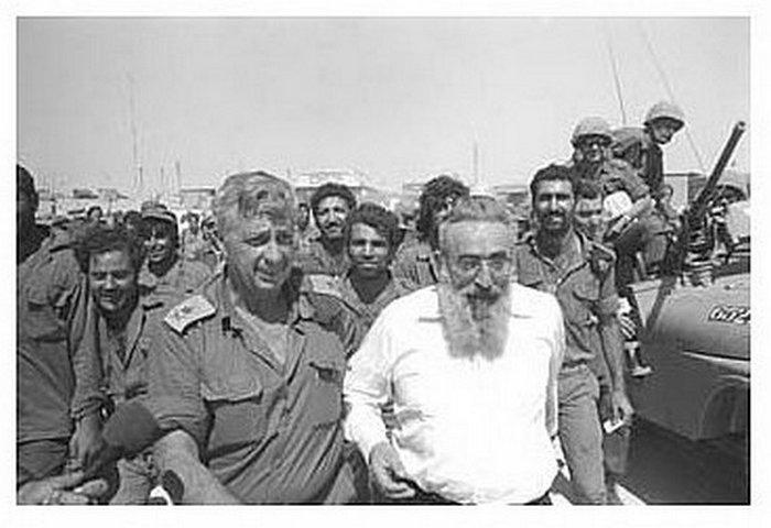 הרב גורן מבקר באוגדה 143